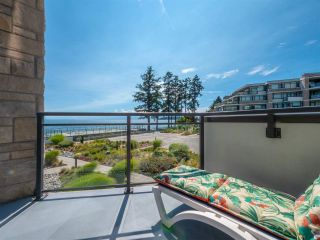 Photo 2: 302 5665 TEREDO Street in Sechelt: Sechelt District Condo for sale (Sunshine Coast)  : MLS®# R2519073