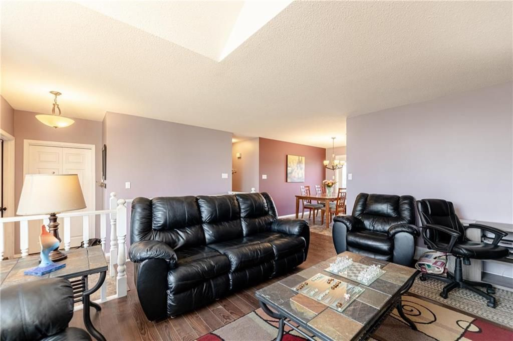 Photo 13: Photos: 20 PENROSE Crescent in Steinbach: R16 Residential for sale : MLS®# 202107867