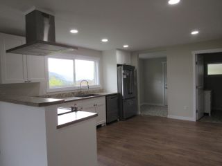 Photo 8: 950A 12TH AVENUE in Montrose: House for sale : MLS®# 2461481