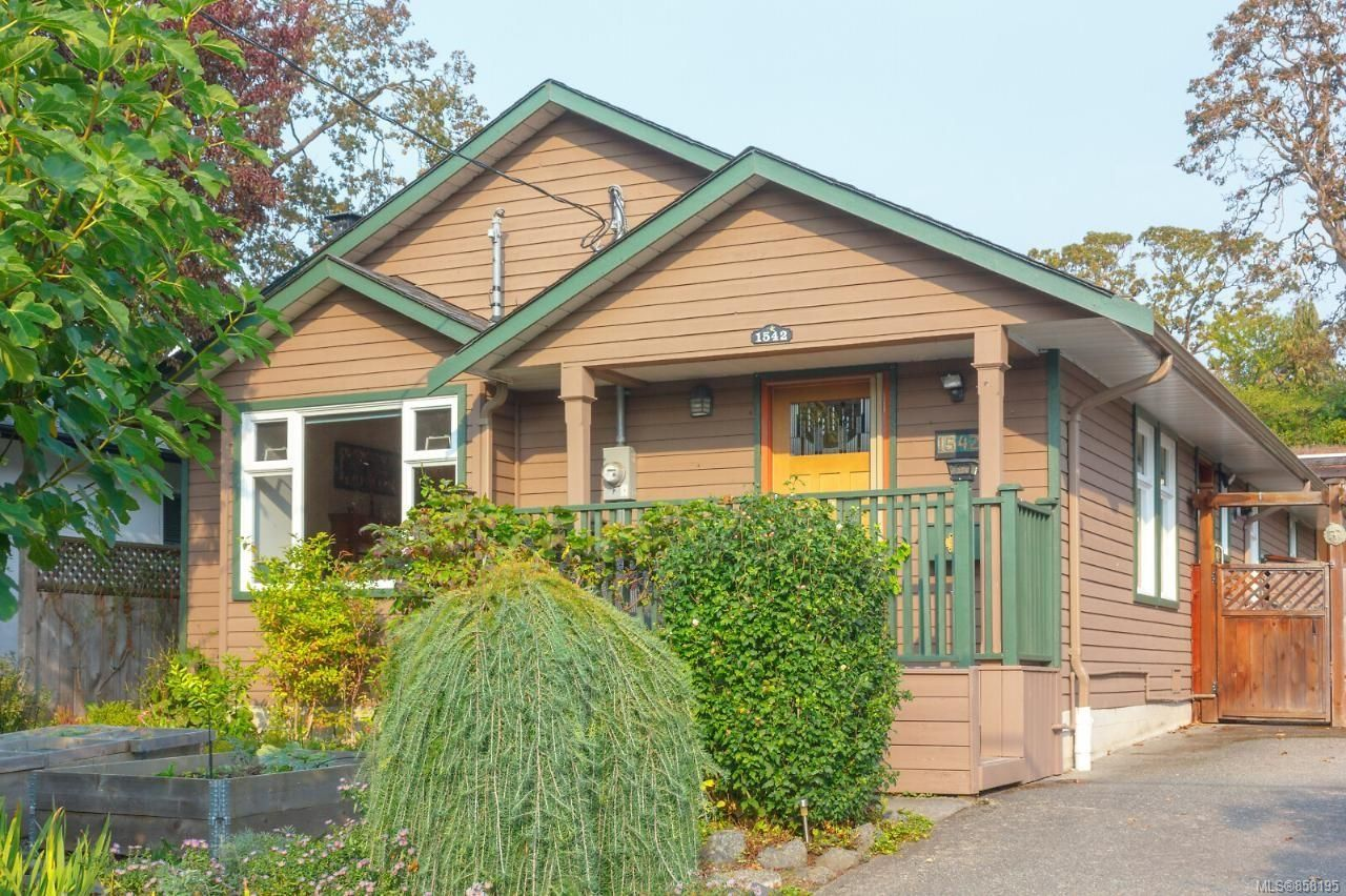 Photo 3: Photos: 1542 Westall Ave in : Vi Oaklands House for sale (Victoria)  : MLS®# 858195