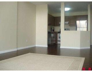 Photo 2: 401 33478 ROBERTS Avenue in Abbotsford: Central Abbotsford Condo for sale : MLS®# F2807381