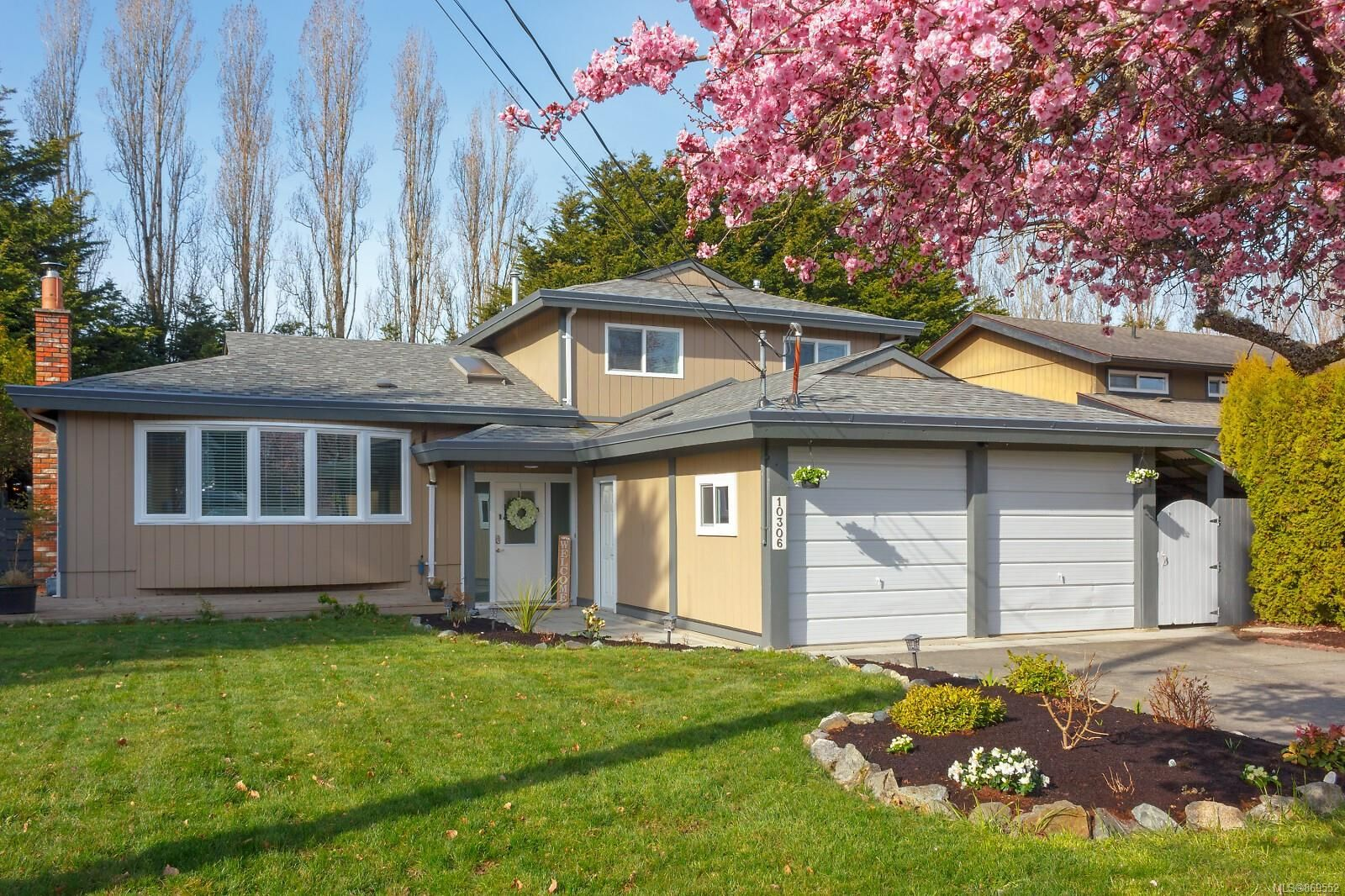 Main Photo: 10306 Gabriola Pl in Sidney: Si Sidney North-East House for sale : MLS®# 869552