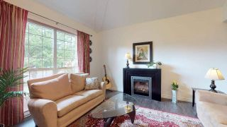 "Photo 3: 1561 MACDONALD Place in Squamish: Brackendale House for sale in ""Brackendale"" : MLS®# R2377826"