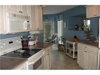 Photo 5: SIDNEY CONDO HOME = SIDNEY REAL ESTATE Sold With Ann Watley. (250) 656-0131.