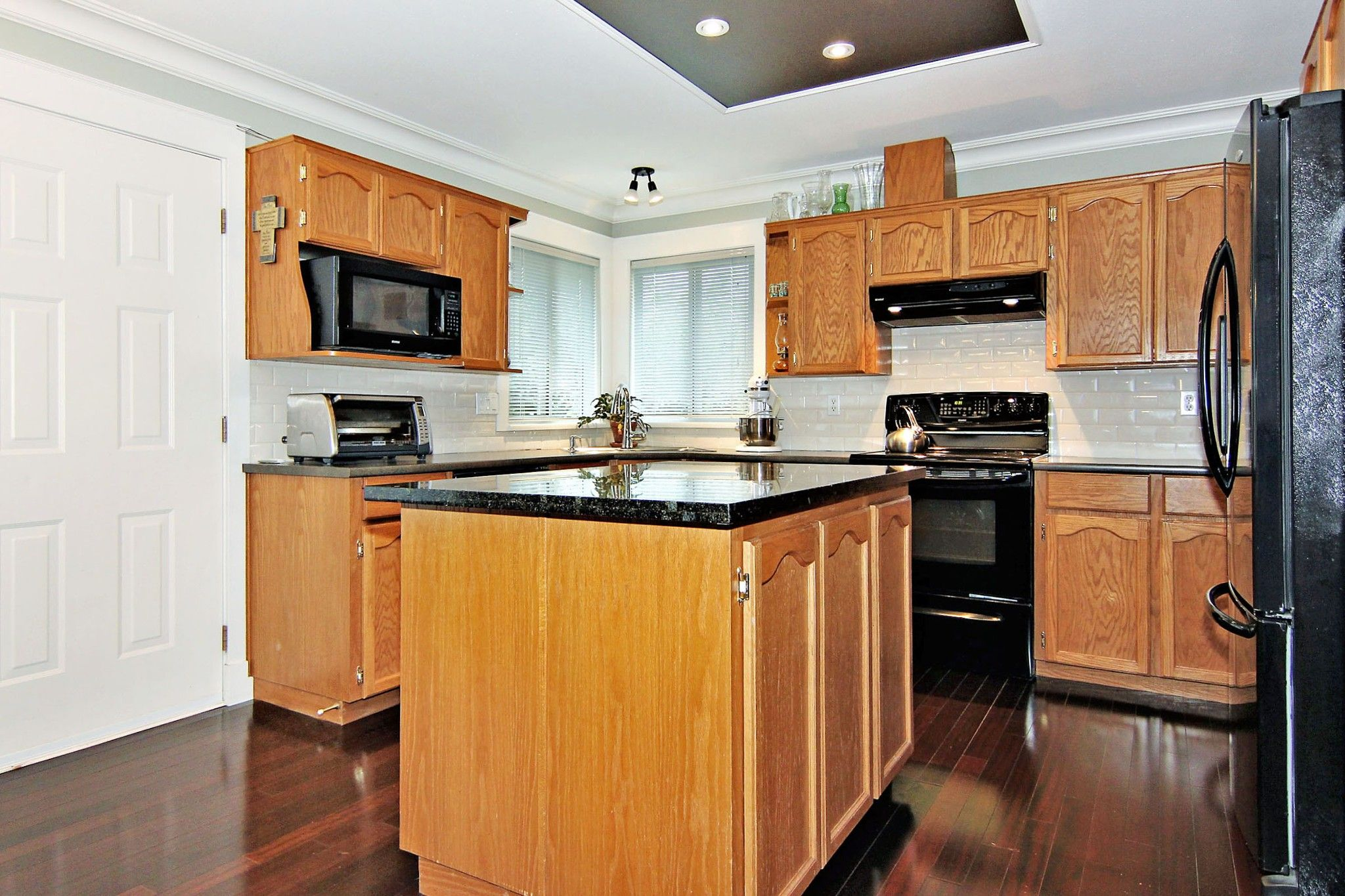 Photo 4: Photos: 2946 CARDINAL Place in Abbotsford: Abbotsford West House for sale : MLS®# R2384404