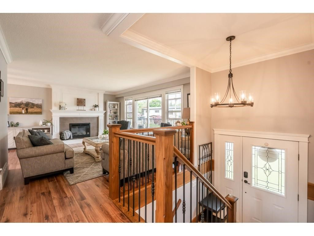 Photo 2: Photos: 32093 SANDPIPER Drive in Mission: Mission BC House for sale : MLS®# R2588043