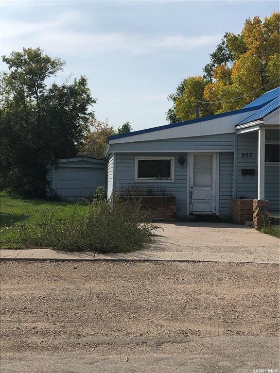 Main Photo: 807 Erin Avenue in Lipton: Residential for sale : MLS®# SK870426