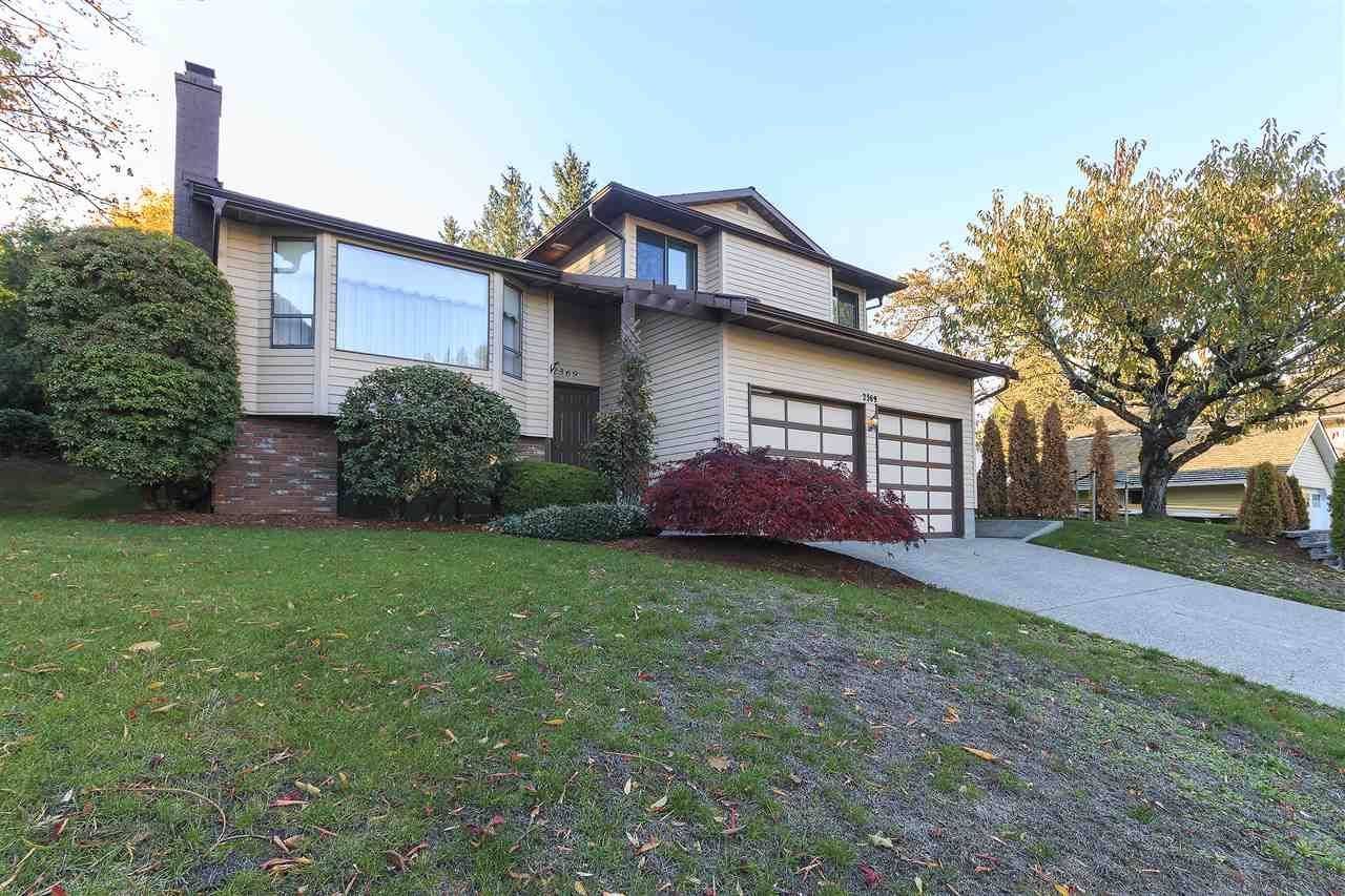 """Main Photo: 2369 WOODSTOCK Drive in Abbotsford: Abbotsford East House for sale in """"McMillan Area"""" : MLS®# R2218848"""