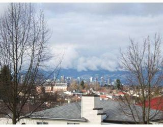 Photo 3: 1518 E 33RD Avenue in Vancouver: Knight House for sale (Vancouver East)  : MLS®# V752684