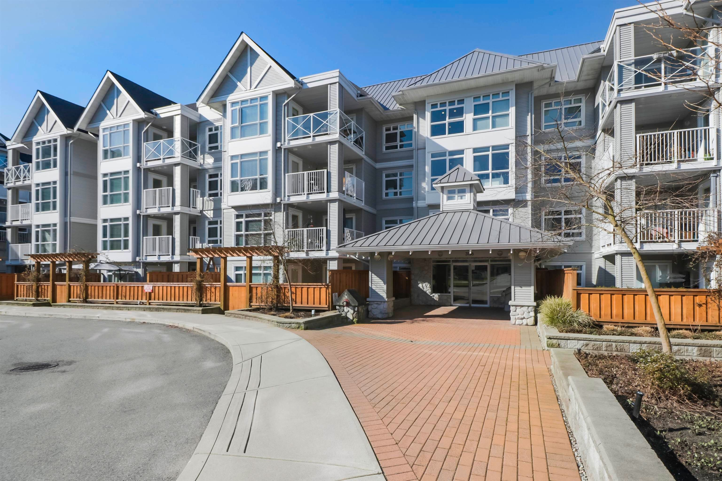"""Main Photo: 306 3136 ST JOHNS Street in Port Moody: Port Moody Centre Condo for sale in """"Sonrisa"""" : MLS®# R2615170"""