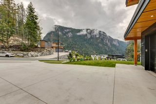 """Photo 2: 38631 HIGH CREEK Drive in Squamish: Plateau House for sale in """"Crumpit Woods"""" : MLS®# R2457128"""