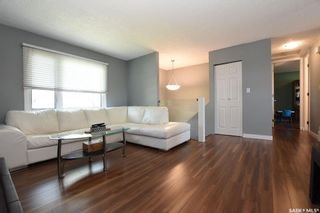 Photo 2: 42 Greenwood Crescent in Regina: Normanview West Residential for sale : MLS®# SK773108