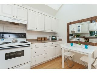 """Photo 9: 1137 ELM Street: White Rock Townhouse for sale in """"Marine Court"""" (South Surrey White Rock)  : MLS®# R2401346"""