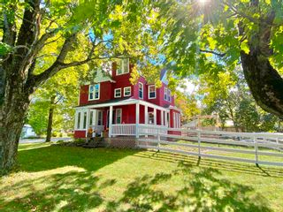 Photo 1: 157 COTTAGE Street in Berwick: 404-Kings County Residential for sale (Annapolis Valley)  : MLS®# 202125237