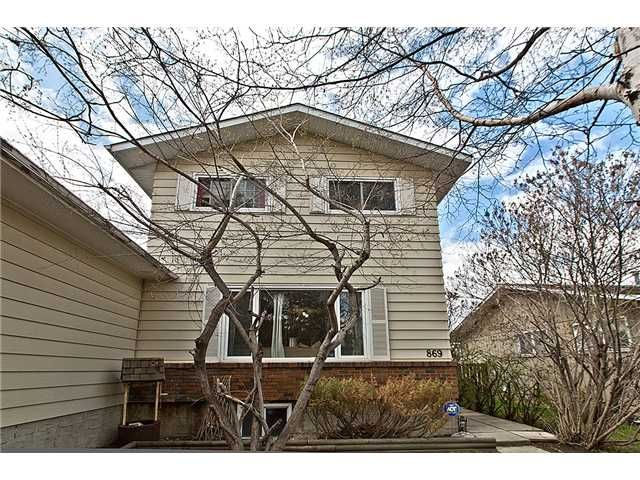 Main Photo: 869 QUEENSLAND Drive SE in CALGARY: Queensland Residential Attached for sale (Calgary)  : MLS®# C3616074