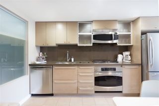 """Photo 4: 701 833 SEYMOUR Street in Vancouver: Downtown VW Condo for sale in """"THE CAPITOL"""" (Vancouver West)  : MLS®# R2185713"""