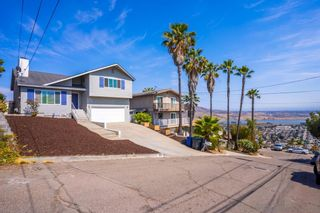 Photo 2: SPRING VALLEY House for sale : 3 bedrooms : 1615 Buena Vista Ave