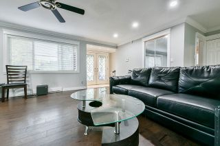"""Photo 3: 4667 200 Street in Langley: Langley City House for sale in """"Langley"""" : MLS®# R2564320"""