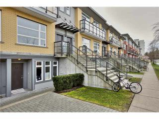 """Photo 1: 106 5568 KINGS Road in Vancouver: University VW Townhouse for sale in """"GALLERIA"""" (Vancouver West)  : MLS®# V1109797"""