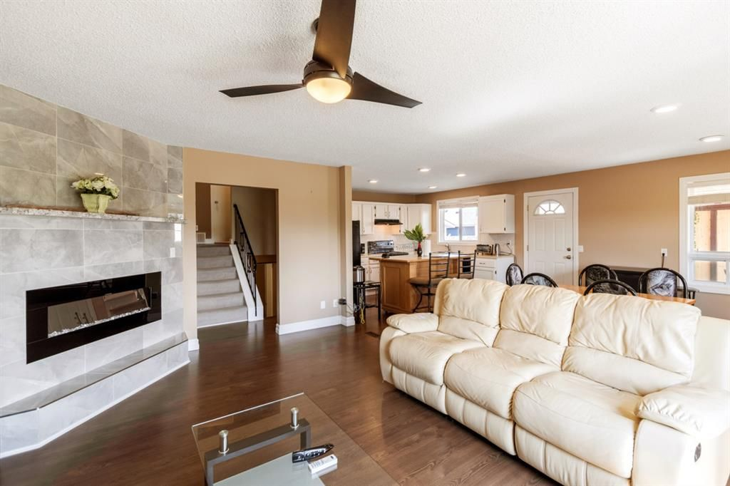 Main Photo: 804 RUNDLECAIRN Way NE in Calgary: Rundle Detached for sale : MLS®# A1124581