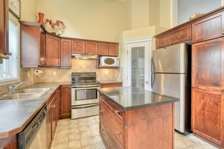 Photo 11: 301 Inglewood Grove SE in Calgary: Inglewood Row/Townhouse for sale : MLS®# A1118391