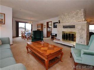Photo 2: 4222 Carey Rd in VICTORIA: SW Northridge House for sale (Saanich West)  : MLS®# 565852