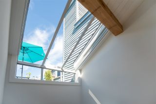 "Photo 2: 1676 ARBUTUS Street in Vancouver: Kitsilano Townhouse for sale in ""ARBUTUS COURT"" (Vancouver West)  : MLS®# R2527219"