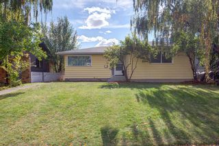 Photo 2: 77 Fredson Drive SE in Calgary: Fairview Detached for sale : MLS®# A1141709