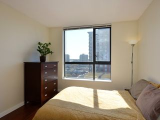 "Photo 8: 408 813 AGNES Street in New Westminster: Downtown NW Condo for sale in ""NEWS"" : MLS®# V989175"