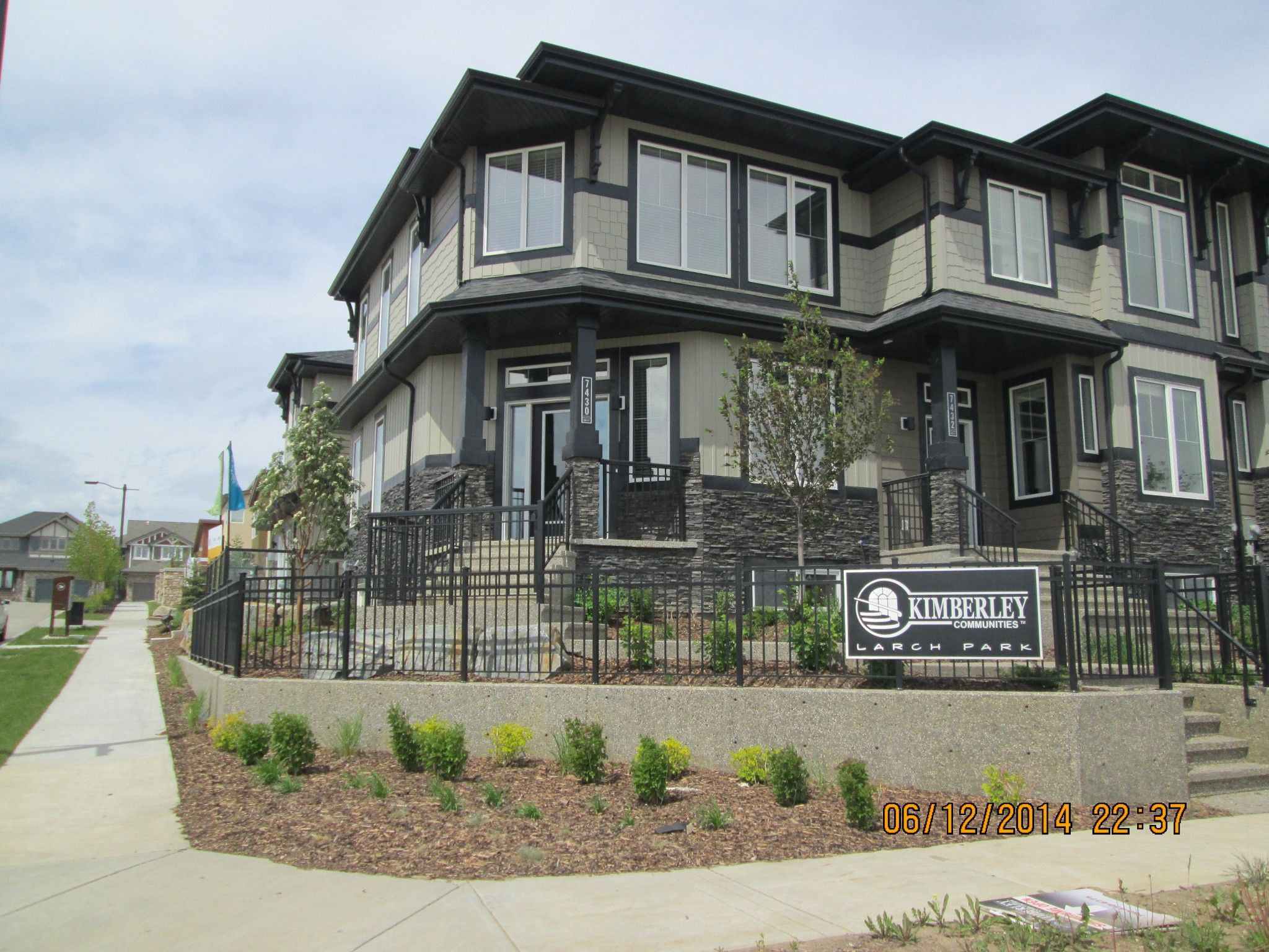 Main Photo: 7430 May Common NW in Edmonton: Condo for rent