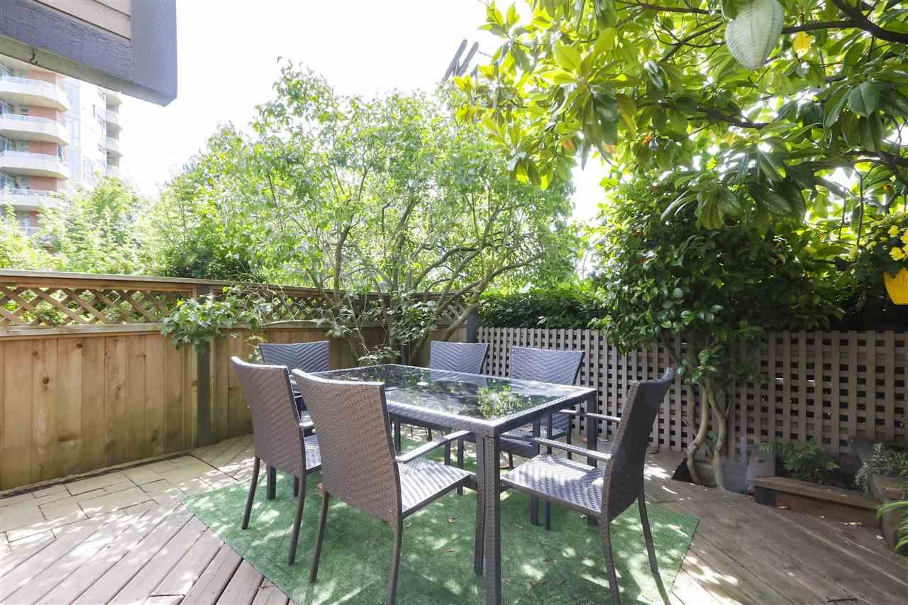 Photo 10: Photos: 154 W 12TH STREET in North Vancouver: Central Lonsdale Townhouse for sale : MLS®# R2487434