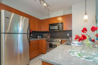 """Photo 14: 306 4333 CENTRAL Boulevard in Burnaby: Metrotown Condo for sale in """"PRESIDIA"""" (Burnaby South)  : MLS®# R2480001"""