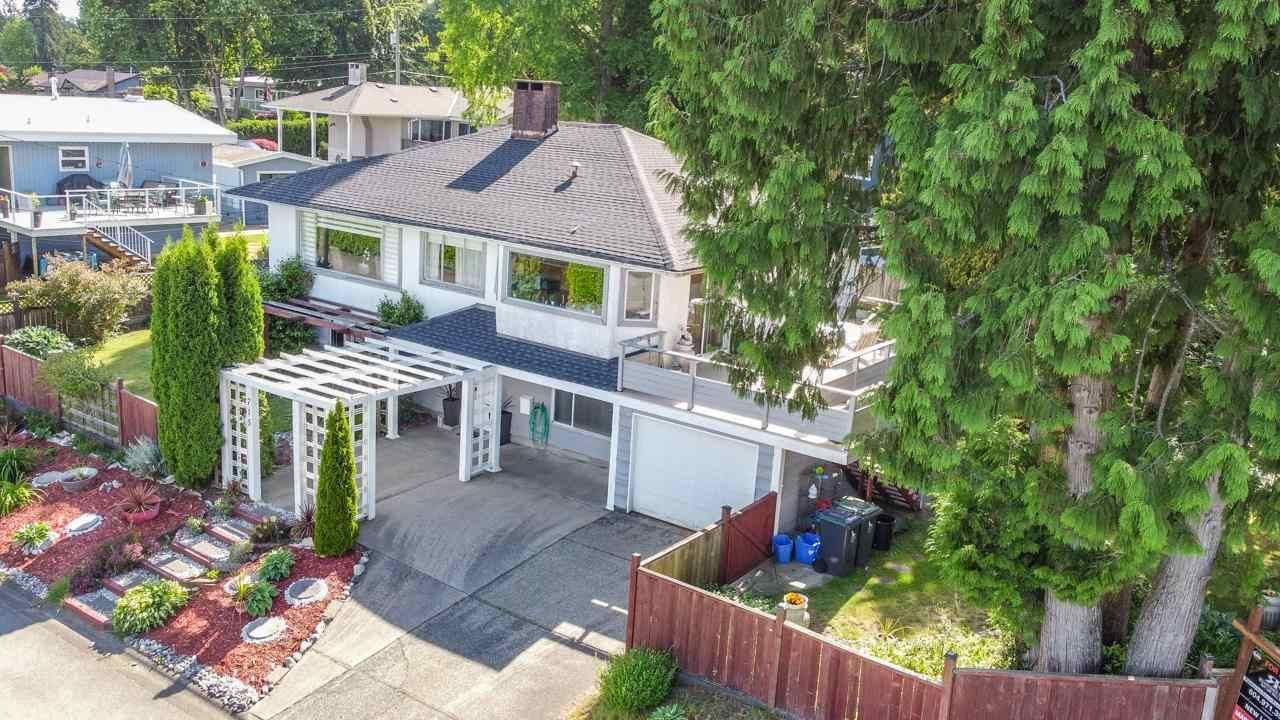 Photo 1: Photos: 715 HUNTINGDON Crescent in North Vancouver: Dollarton House for sale : MLS®# R2588592