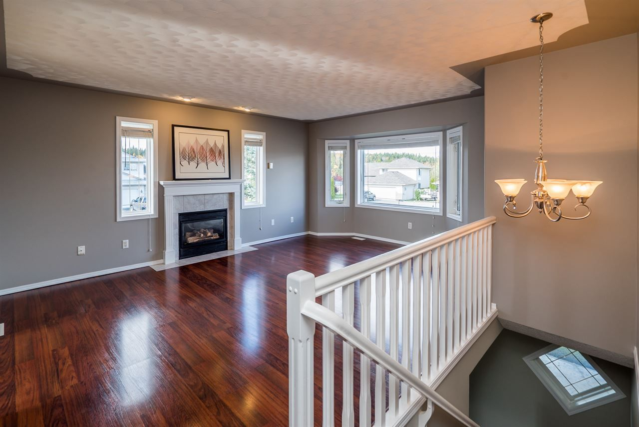 """Photo 3: Photos: 6702 WESTMOUNT Crescent in Prince George: Lafreniere House for sale in """"WESTGATE"""" (PG City South (Zone 74))  : MLS®# R2112583"""