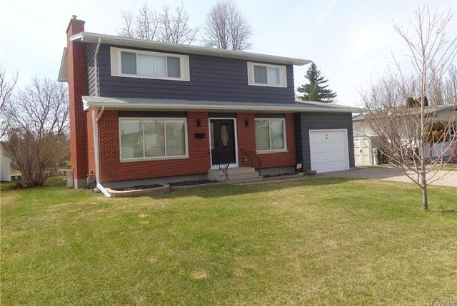 FEATURED LISTING: 86 Lonsdale Drive Winnipeg