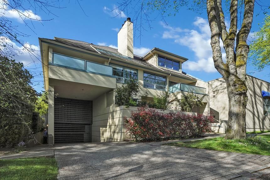 """Main Photo: 202 3641 W 28TH Avenue in Vancouver: Dunbar Condo for sale in """"KENSINGTON COURT"""" (Vancouver West)  : MLS®# R2576737"""