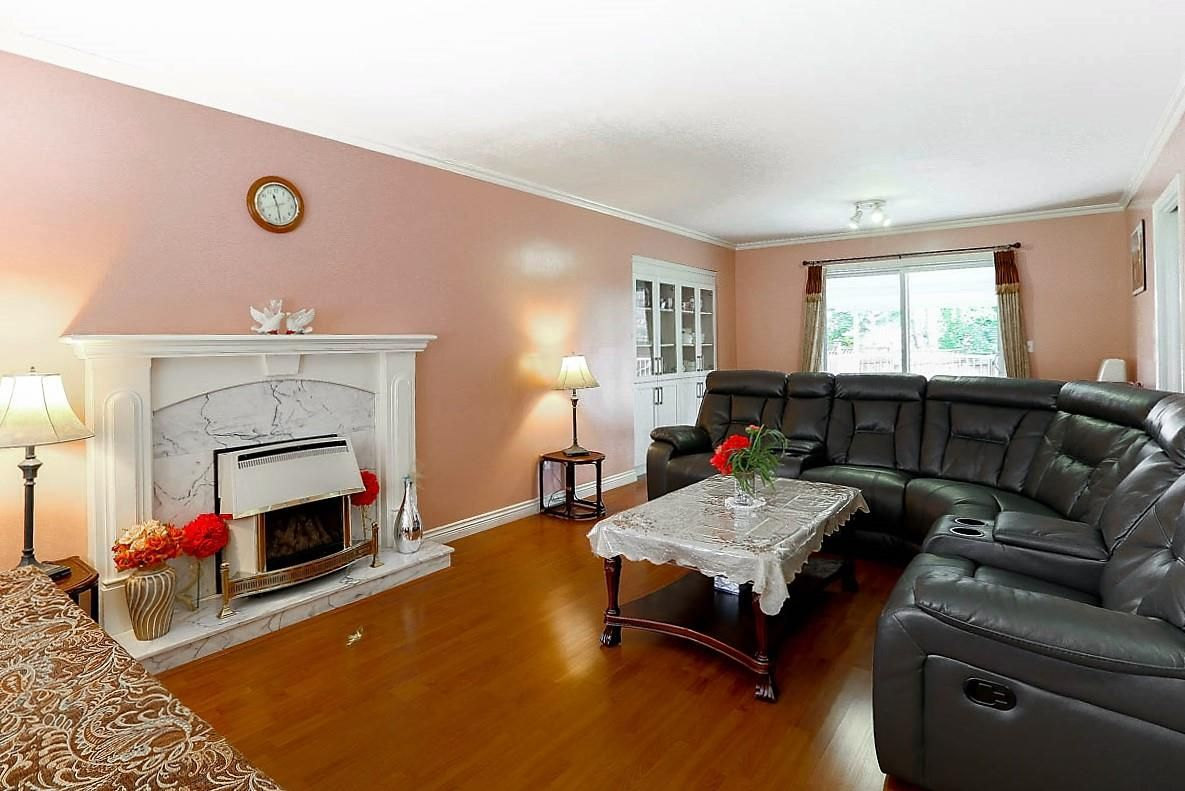 """Photo 3: Photos: 15676 84A Avenue in Surrey: Fleetwood Tynehead House for sale in """"FLEETWOOD"""" : MLS®# R2090516"""