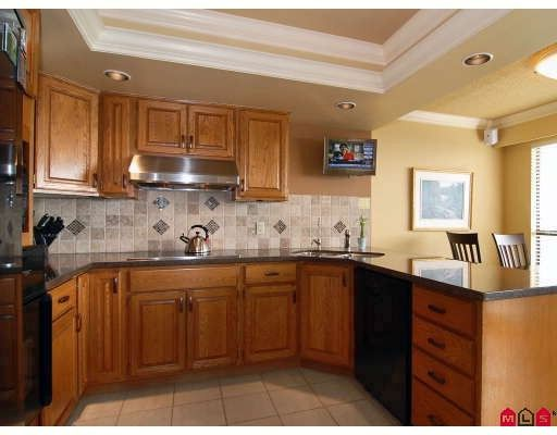 """Photo 3: Photos: 204 1280 FOSTER Street in White_Rock: White Rock Condo for sale in """"Regal Place"""" (South Surrey White Rock)  : MLS®# F2904099"""