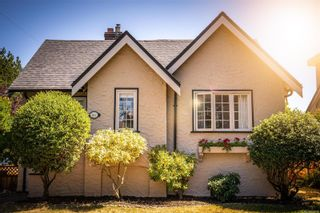 Photo 1: 867 Victoria Ave in : OB South Oak Bay House for sale (Oak Bay)  : MLS®# 852069