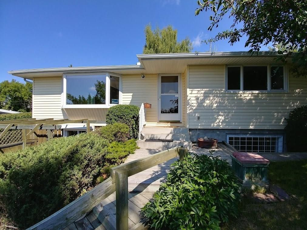 Main Photo: 2744 CHALICE Road NW in Calgary: Charleswood Detached for sale : MLS®# C4193453