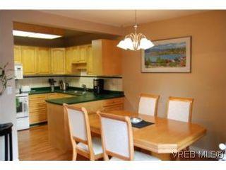 Photo 5: 35 610 McKenzie Ave in VICTORIA: SW Glanford Row/Townhouse for sale (Saanich West)  : MLS®# 531206