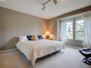 Photo 13: 915 Maltwood Terr in VICTORIA: SE Broadmead House for sale (Saanich East)  : MLS®# 780757