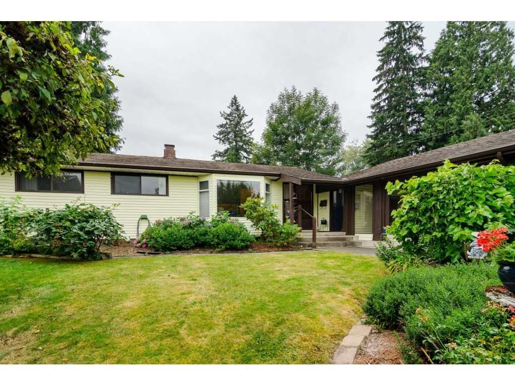 Main Photo: 19746 49 Avenue in Langley: Langley City House for sale : MLS®# R2493431