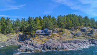 Photo 2: WEST TRAIL ISLAND in Halfmoon Bay: Sechelt District House  (Sunshine Coast)  : MLS®# R2498445
