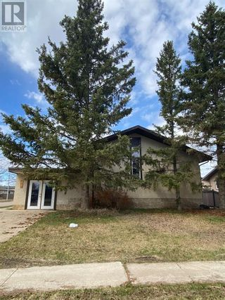 Photo 1: 10206 101 Street in High Level: House for sale : MLS®# A1085924
