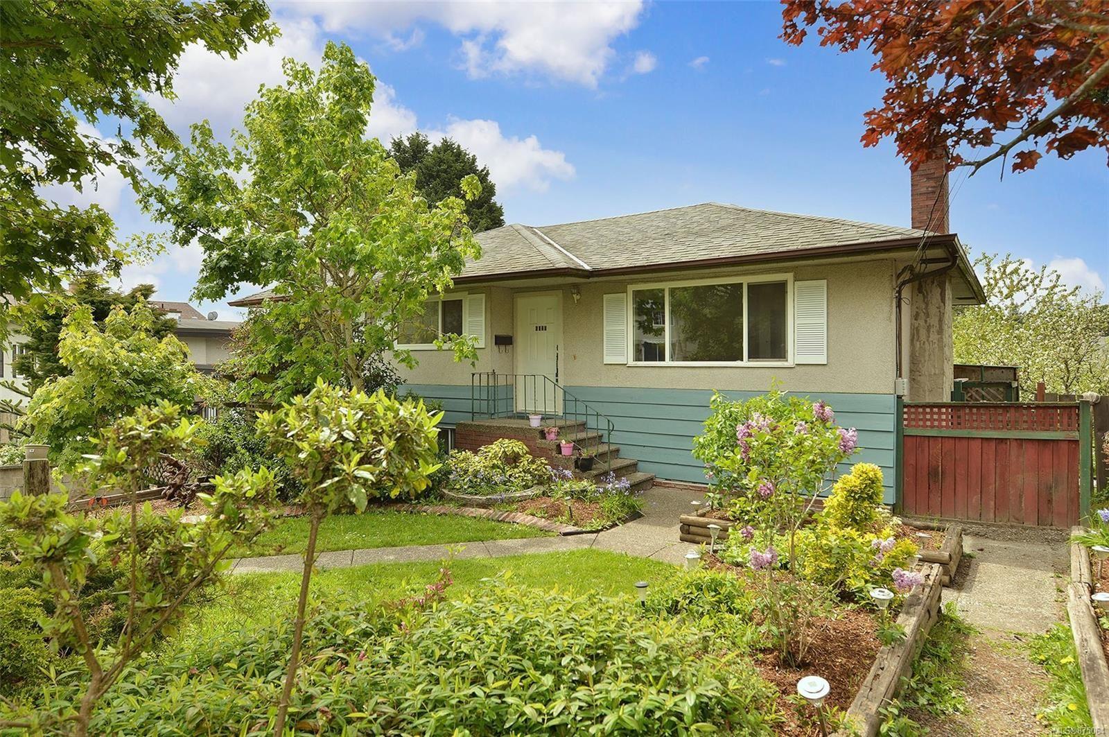 Main Photo: 4026 McLellan St in : SW Glanford House for sale (Saanich West)  : MLS®# 875064