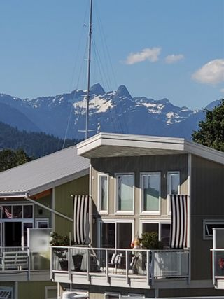 """Main Photo: JNW12 415 W ESPLANADE in North Vancouver: Lower Lonsdale House for sale in """"MOSQUITO CREEK MARINA"""" : MLS®# R2594182"""