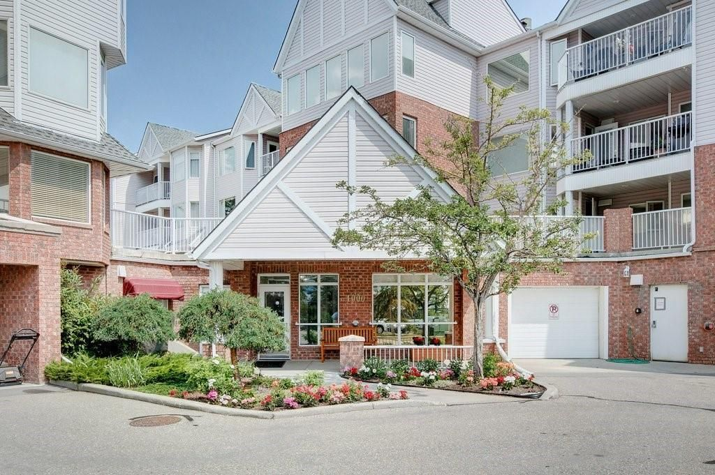 Photo 4: Photos: 3303 HAWKSBROW Point NW in Calgary: Hawkwood Apartment for sale : MLS®# C4305042