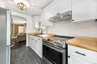 Photo 3: 2025 Tartan Rd in : CV Comox Peninsula Manufactured Home for sale (Comox Valley)  : MLS®# 885876
