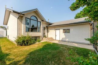 Main Photo: 12 KIMBERLY Bay in Steinbach: R16 Residential for sale : MLS®# 202117780